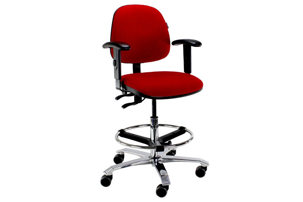 Drehstuhl rot für den Behandlungsraum von Interhansa
