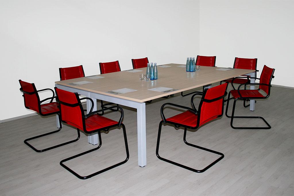 Konferenztisch mit schwebender Tischplatte ( 8-12 Personen ), Rahmenoptik