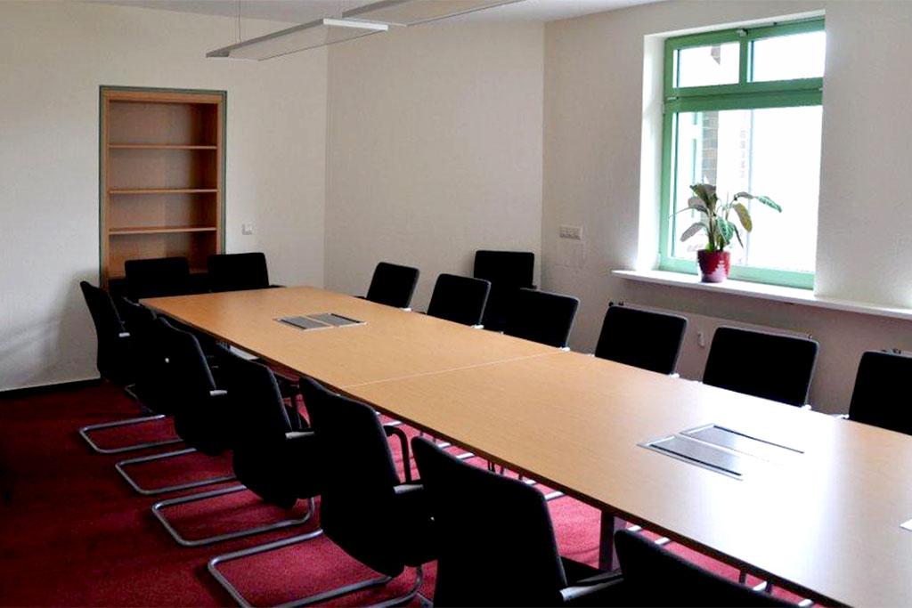 Konferenztischkombination mit Mittelfuß