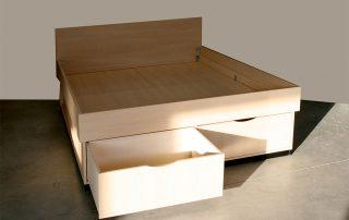Doppelbett mit Front- und Seitenschubladen