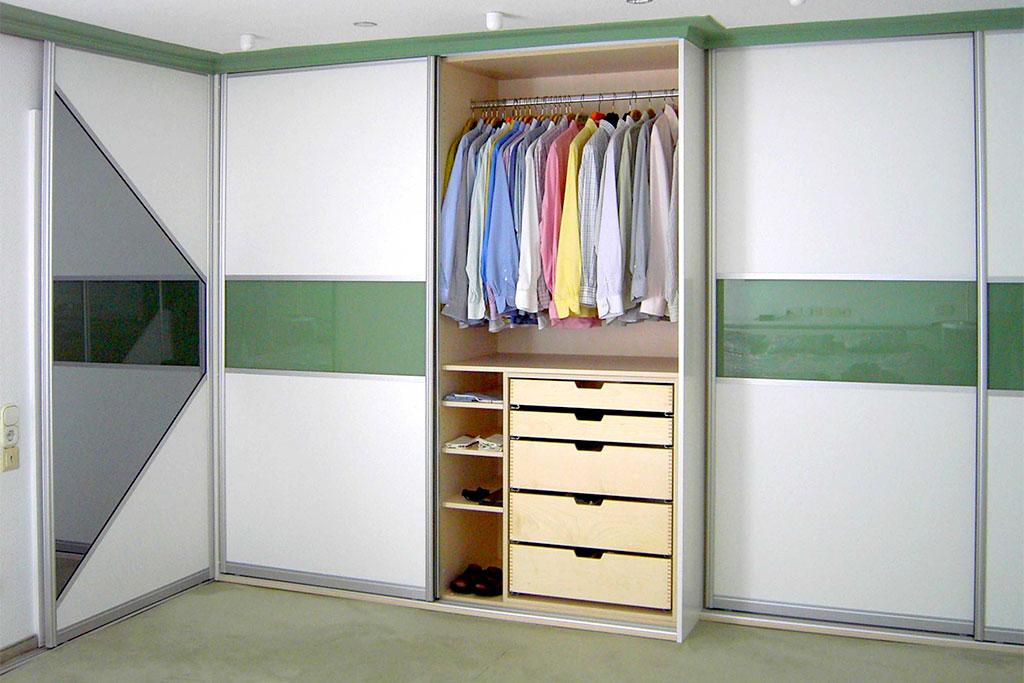 Kleiderschrank mit Schiebetüren von Interhansa