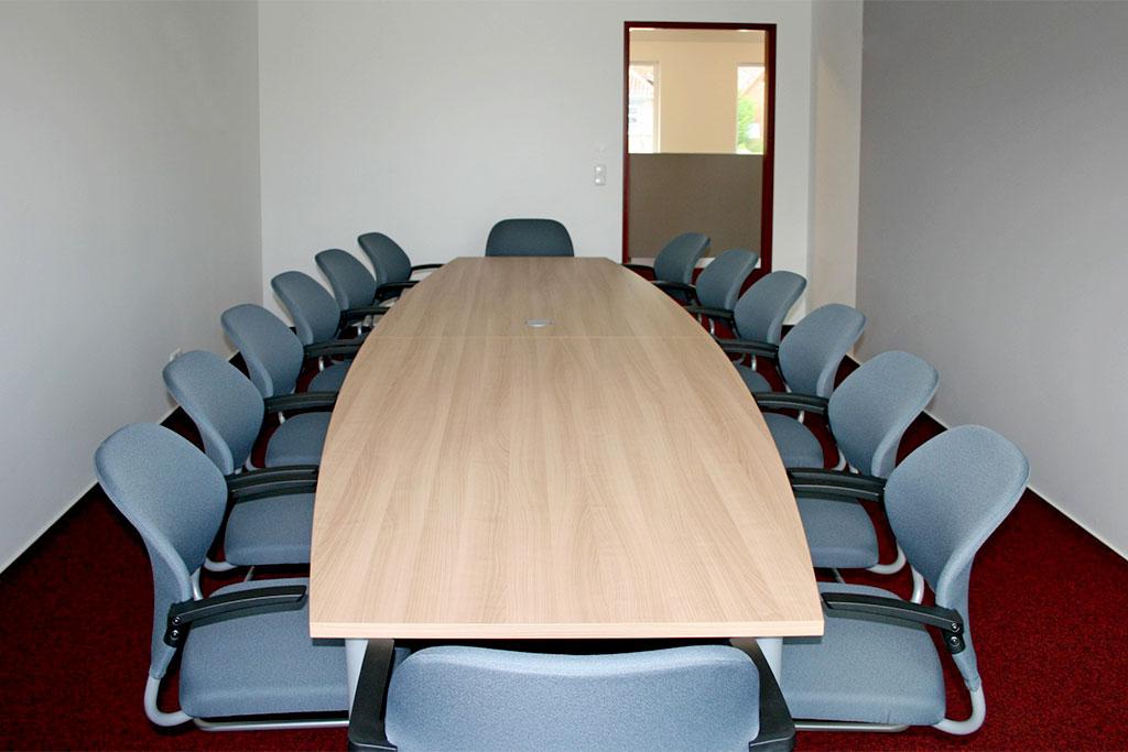 Konferenztischanlage ( bis 14 Personen ), Tischplatte oval