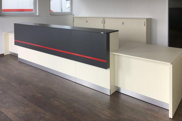 Verkaufstresen mit Übergabestation und Pendeldurchgangstür - Lieferbar in jeder anderen Abmessung, Ausführung und Farbkombination möglich