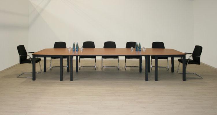 Konferenztischanlage in einem Chefzimmer