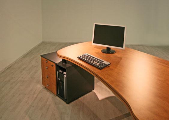 Freiformtisch mit Containeransatz und CPU Fach