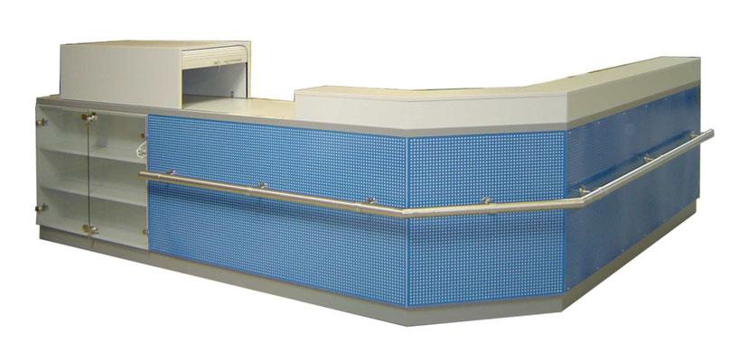 Robuste Anlaufstation mit Lochblechfront und Niro-Taschenablage Tischauflage Granit