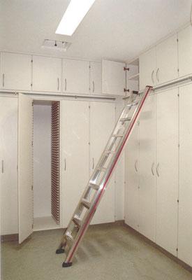 Stauraumschränke mit Leitersystem