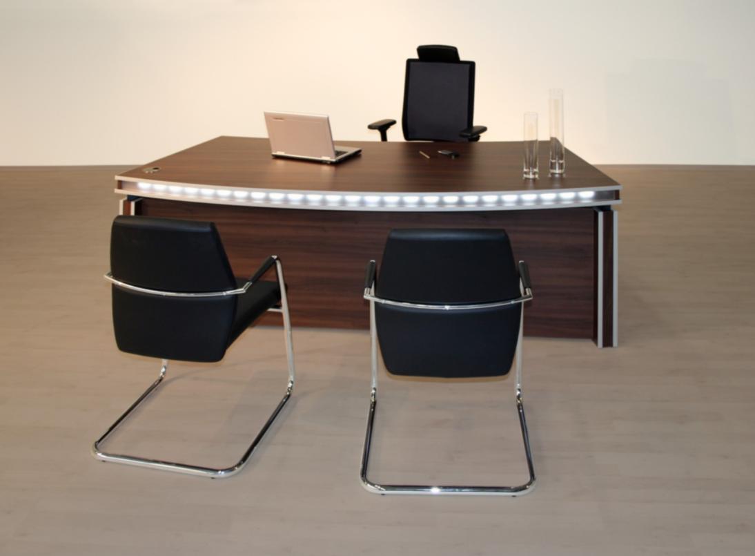 Schreibtisch mit Tischkantenbeleuchtung