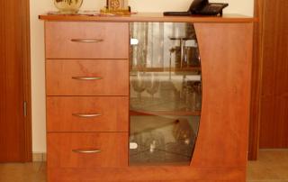 Sideboard mit Glasteil