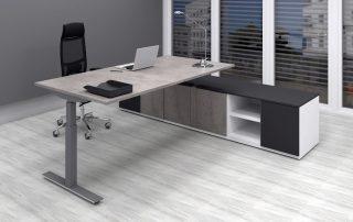 Eleganter Chefarbeitsplatz mit Sitz-Steh-Tisch und Sideboard