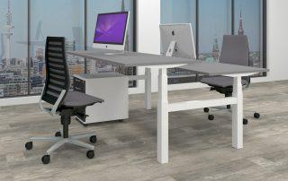 Doppel-Sitz-Steh-Arbeitsplatz mit H-Gestell, einzeln elektromotorisch höhenverstellbar